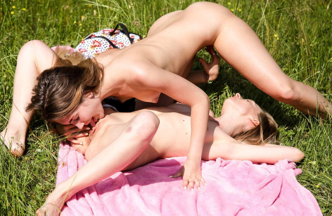 ClubSeventeen - Mary Rock Candy Teen - Young lesbians doing it in 69 - 27 Sep, 2019, pic 24