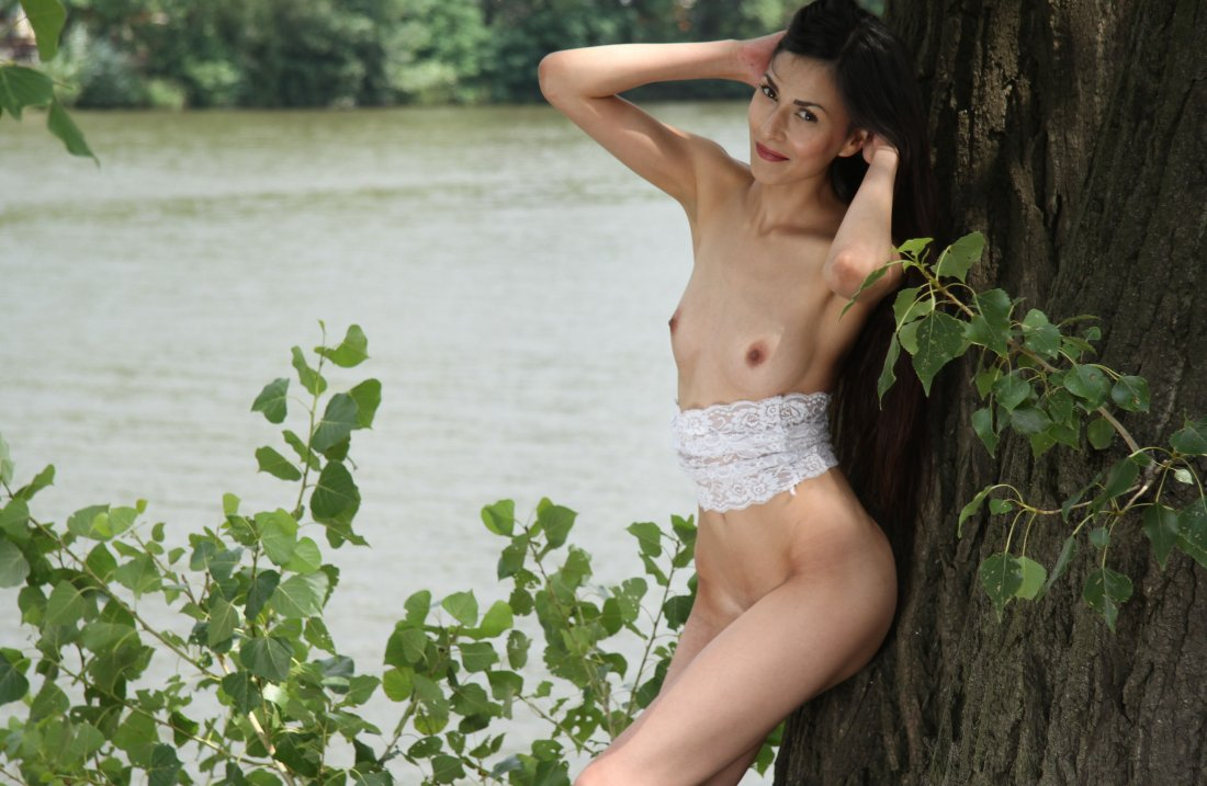 EroticBeauty - Lady Cate - On The Tree - 30 Nov, 2019, pic 32