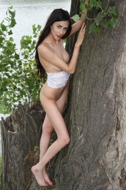 EroticBeauty - Lady Cate - On The Tree - 30 Nov, 2019, pic 23