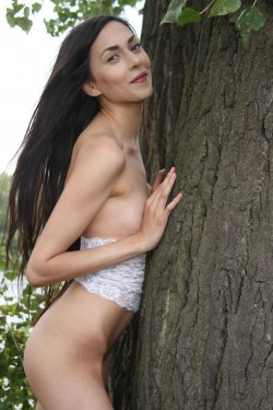 EroticBeauty - Lady Cate - On The Tree - 30 Nov, 2019, pic 25