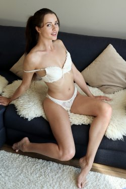 Nubiles - Serenity Swoon - Pussy Play - 03 Oct, 2019, pic 4