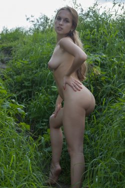 Stunning18 - Kelly P - Lost in the grass - 08 Nov, 2019, pic 7