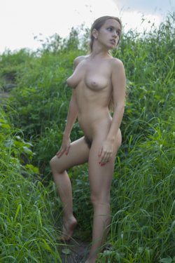 Stunning18 - Kelly P - Lost in the grass - 08 Nov, 2019, pic 9