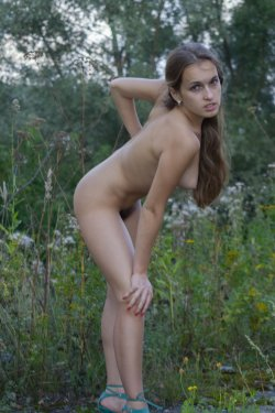Stunning18 - Kelly P - Lost in the grass - 08 Nov, 2019, pic 13