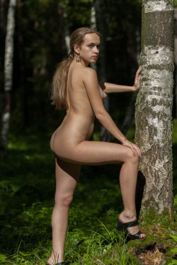 Stunning18 - Kelly P - Lost in the grass - 08 Nov, 2019, pic 16