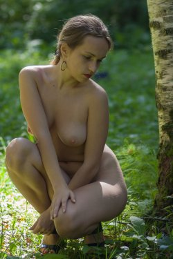 Stunning18 - Kelly P - Lost in the grass - 08 Nov, 2019, pic 18
