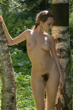 Stunning18 - Kelly P - Lost in the grass - 08 Nov, 2019, pic 20