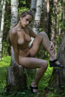 Stunning18 - Kelly P - Lost in the grass - 08 Nov, 2019, pic 23