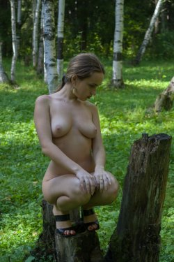 Stunning18 - Kelly P - Lost in the grass - 08 Nov, 2019, pic 30