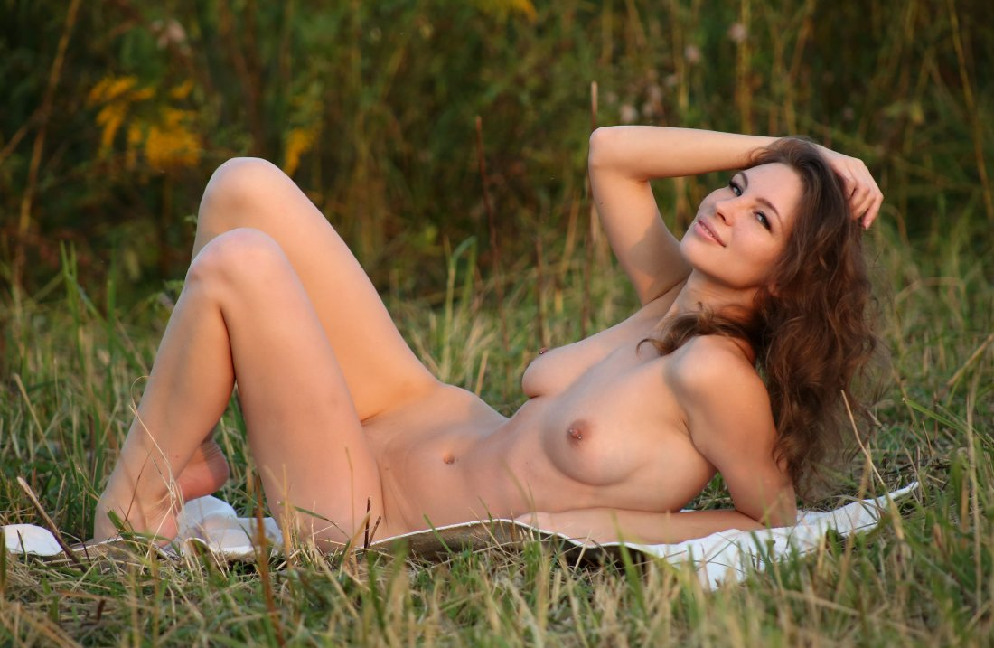 EroticBeauty - Galina A - In The Feild - 03 Nov, 2019, pic 17