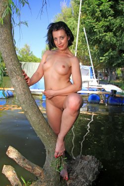 EroticBeauty - Teresse Bizzarre - By The River - 28 Sep, 2019, pic 23