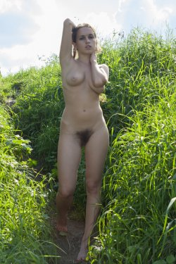 Stunning18 - Kelly P - Lost in the grass - 08 Nov, 2019, pic 2