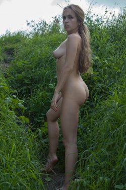 Stunning18 - Kelly P - Lost in the grass - 08 Nov, 2019, pic 10