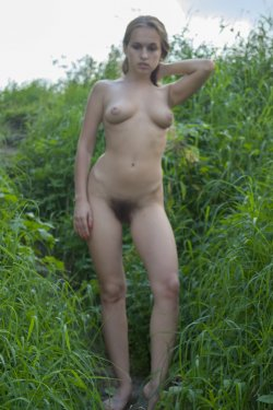 Stunning18 - Kelly P - Lost in the grass - 08 Nov, 2019, pic 11
